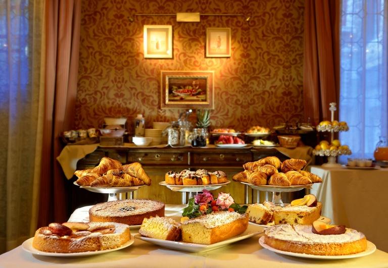 flora-breakfast