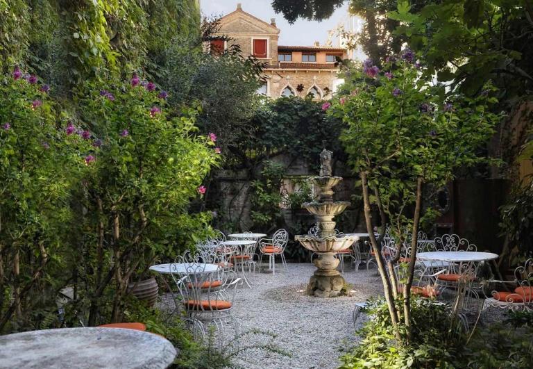 flora-garden