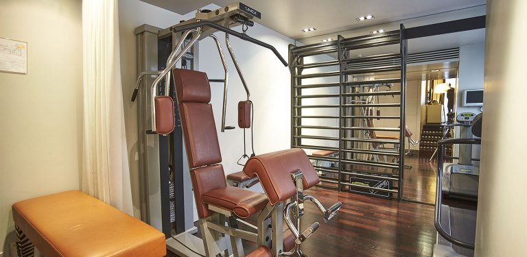 Junior-suite-with-private-gym-Milan-The-Gray