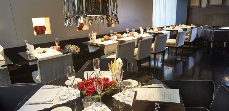 Restaurant-Milan-center-Le-Noir-The-Gray